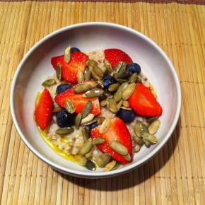 strawberries, banana, pumpkin seeds oatmeal