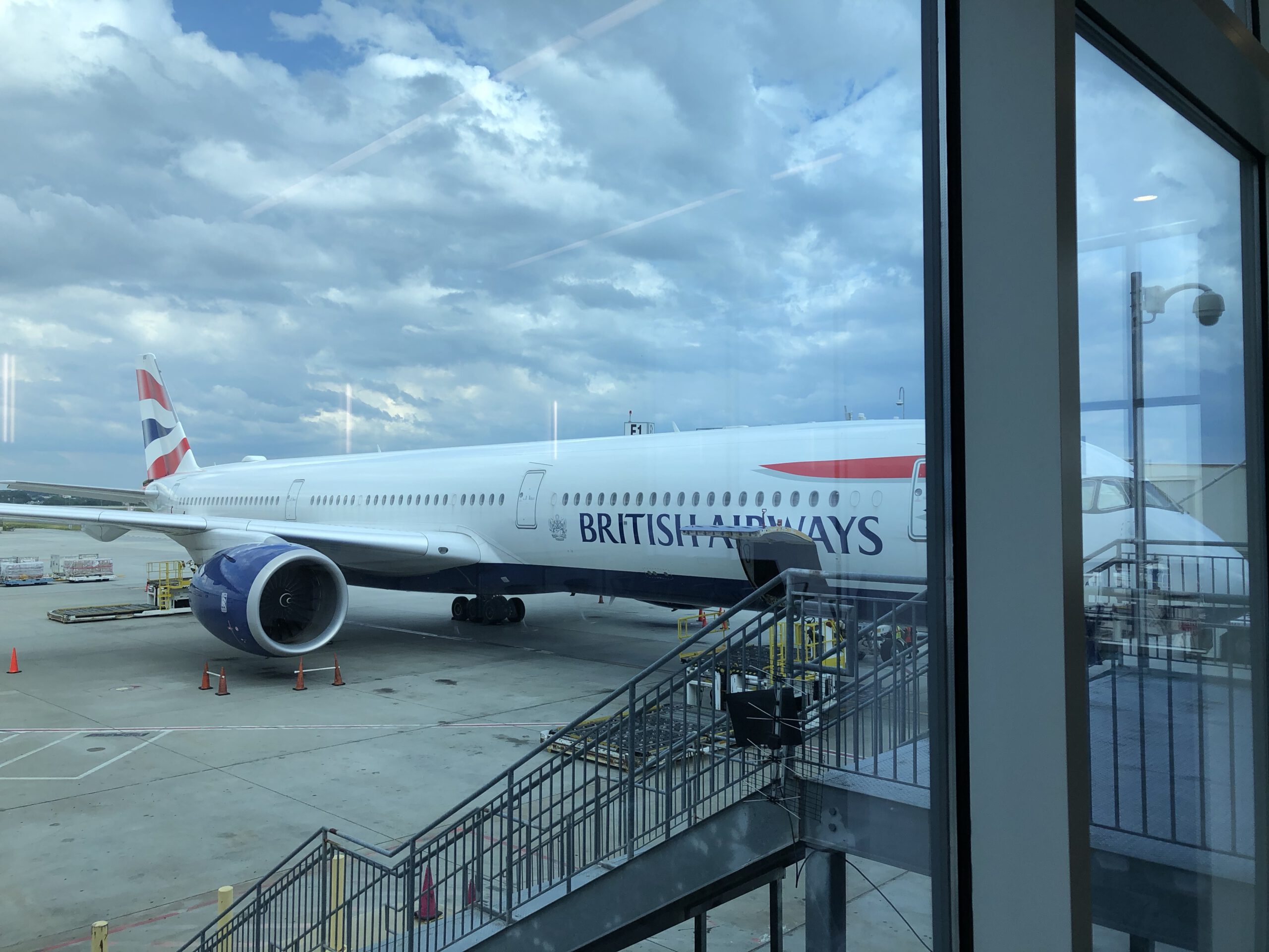 9 Tips on Flying Overseas During Summer 2021
